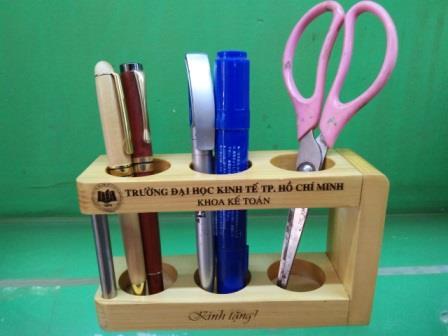 Quà tặng gỗ để bàn khắc laser theo yêu cầu
